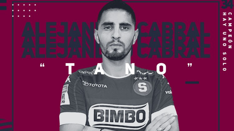 Saprissa contrata defensa central Argentino